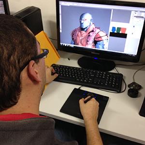 Aluno no curso de Colorização Digital